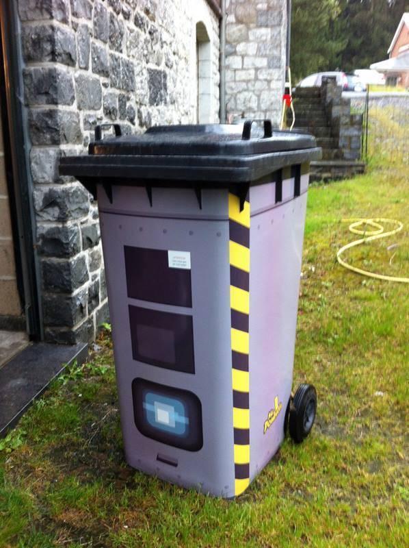 autocollant poubelle m canisme chasse d 39 eau wc. Black Bedroom Furniture Sets. Home Design Ideas